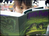 A girl reading Harry Potter and the Half-Blood Prince