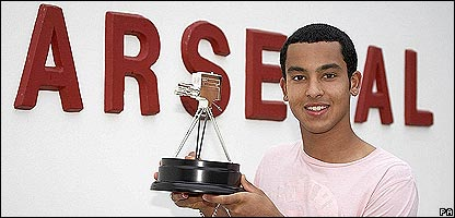 http://news.bbc.co.uk/media/images/42334000/jpg/_42334497_walcott416pa.jpg