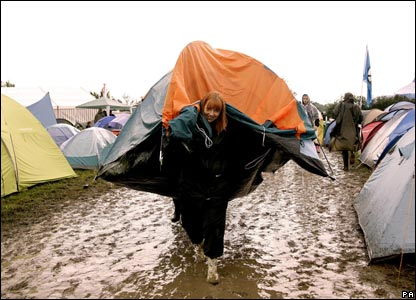 Girl moves tent at Glastonbury & CBBC Newsround   Pictures   In pictures: Glastonbury gets muddy