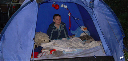 Graham at home in his tent  sc 1 st  BBC News & CBBC Newsround | Press Pack Reports | I live in a tent in my back ...