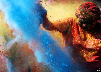 Thousands of people in India have been taking part in a special festival called Holi to celebrate the start of spring.