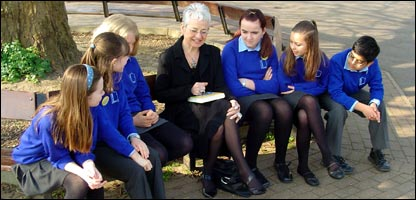 Jacqueline Wilson talks to school children