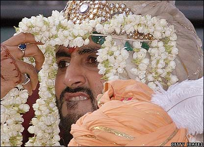 Here Abhishek can be seen wearing his wedding head piece.