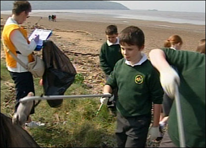 Pupils clearing litter