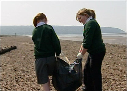 Pupils removing the rubbish