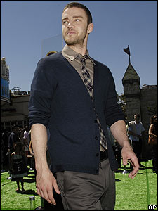 Singer Justin Timberlake also stars in the film. He does the voice of Artie, a teenage King Arthur who has no interest in his claim to the throne.