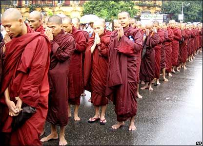 數以千計的緬甸僧人上街抗議軍政府,是1988年起義以來的最大規模