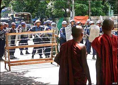 軍方此前已警告僧人停止抗議,但無人理會。
