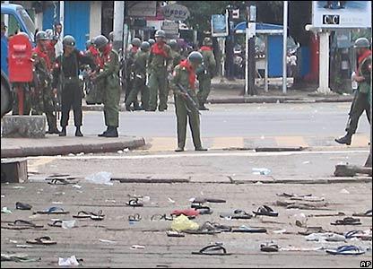 士兵鳴槍驅散仰光城內數千名反政府示威者