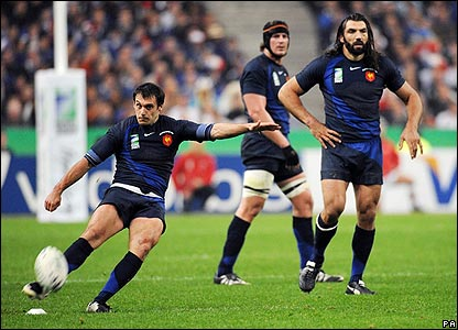 France were soon in front, thanks to some fantastic kicking by Lionel Beauxis. GAME ON!