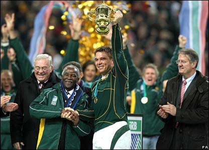 South Africa captain John Smit and South African President Thabo Mbeki