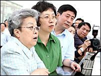 吳儀(左)在上海考察(新華社圖片25/9/2007)