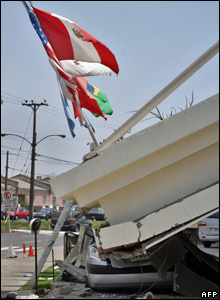 A car is crushed by the concrete awning of a hotel in Tocopilla, Chile, 14 November, 2007