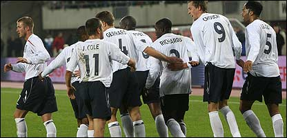 England team celebrate Peter Crouch's goal