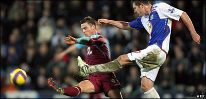 Brett Emerton (right) of Blackburn Rovers goes for the ball with Scott Parker of West Ham United