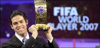 Kaka holding up his award