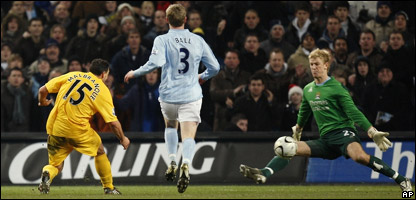 Tottenham's Steed Malbranque, left, kicks the ball past Manchester City's goalie Joe Hart, right