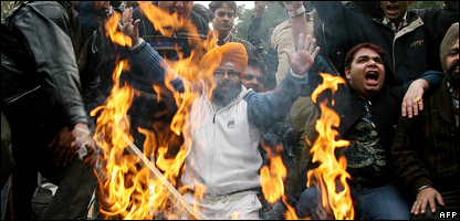 Indian cricket fans protesting (Photo: MANAN VATSYAYANA/AFP/Getty Images)