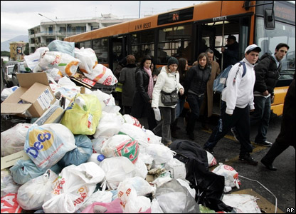 Kids getting off their bus next to piles of rubbish