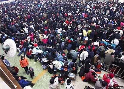 武汉汉口火车站滞留的乘客(27/1/2008)