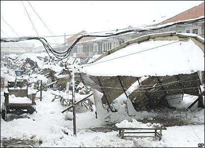 湖南巢湖一处菜市场建筑物倒塌(26/1/2008)