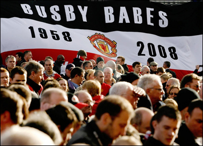Fan paying tribute to Busby Babes