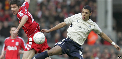 Liverpool's Xabi Alonso, left, and Barnsley's Anderson De Silvaduring the FA Cup fifth round match