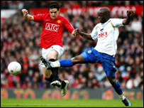 Portsmouth's Lassana Diarra (right) and Manchester United's Owen Hargreaves