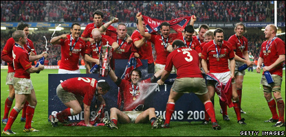 Wales players celebrate winning the Grand Slam