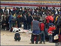 阿坝藏族僧侣拍摄的照片
