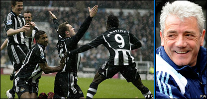 Mark Viduka celebrates scoring for the Magpies and Newcastle manager Kevin Keegan