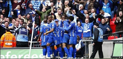 Portsmouth's Nwankwo Kanu (centre) celebrates with his team mates