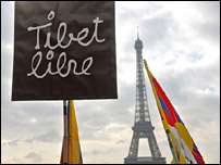 Protest sign and the Eiffel Tower
