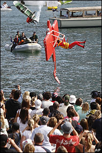 Crowds gathered at Sydney Harbour in Australia to watch a VERY unusual type of flying competition.