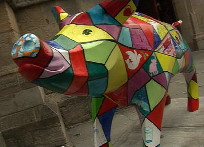 Pig by Bath Abbey