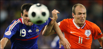 France's Willy Sagnol, left, and Netherland's Arjen Robben