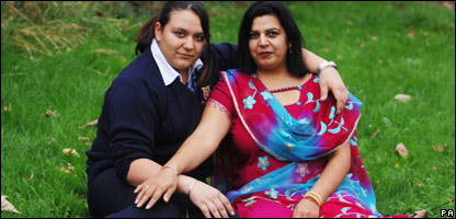 Sarika and her mum show off their Sikh bangles