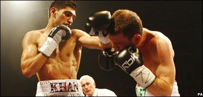 Amir Khan boxing with Michael Gomez
