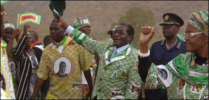 Robert Mugabe, center, and his wife Grace, greet supporters