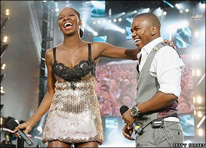 Jamelia joined South African singer Loyiso on stage for a duet.