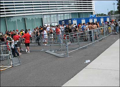 Spanish fans are getting ready for Sunday's big final. Here they are queuing for tickets.