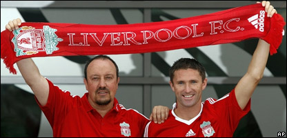 Liverpool manager Rafael Benitez and Robbie Keane