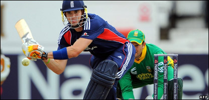 England captain Kevin Pietersen batting