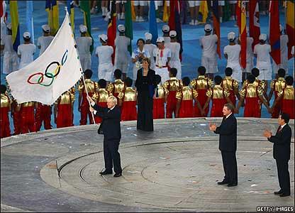 倫敦市長約翰遜接過奧運會會旗