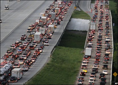 Traffic lines Interstate 45 leaving Houston as Hurricane Ike approaches (AP Photo/David J. Phillip)