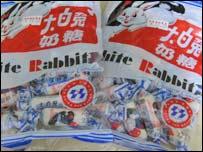 BBC中文部記者在深圳買到的大白兔奶糖(25/9/2008)