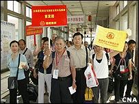 中国大陆游客在金门码头入境(台湾中央社图片30/9/2008)