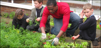 Ore gives pupils a hand in the garden