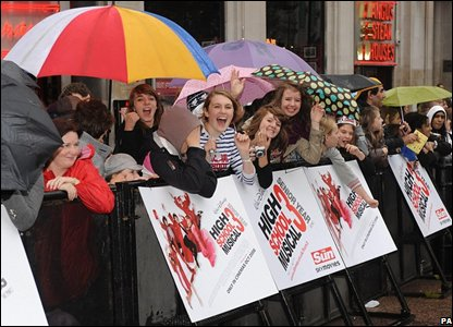 "Fans arrive for the UK premiere of ""High School Musical 3"" (Photo: Zak Hussein/PA Wire)"