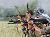 庫爾德工人黨槍手在伊拉克北部練習射擊(資料圖片)
